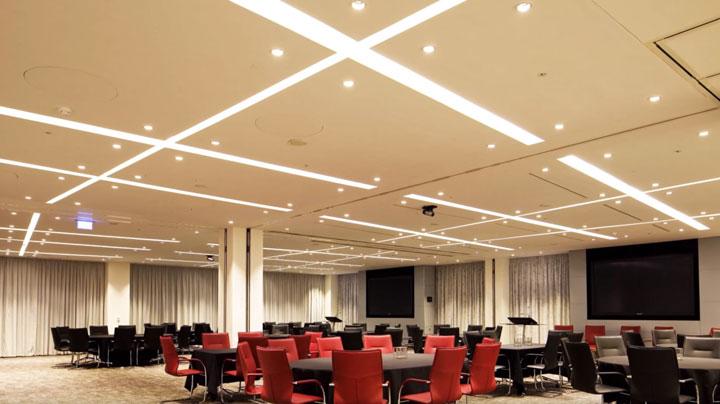 освещение большого зала светодиодной лентой