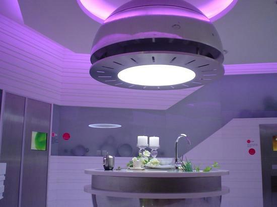 холодное освещение на кухне пример