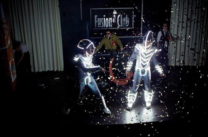 подсветка светодиодной лентой сценических костюмов