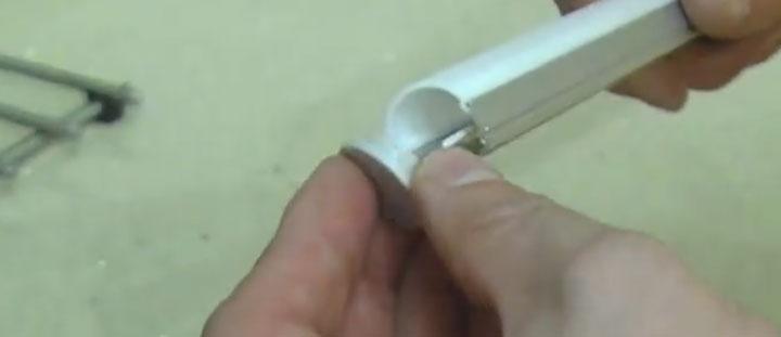 установка рассеивателя и заглушки на ленту светодиодную под профиль