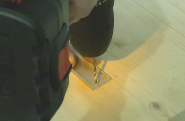 сверление отверстий в профиле под светодиодную ленту