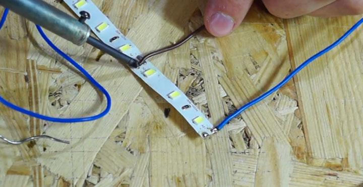 пайка плюса и минуса проводов на разных отрезках модуля