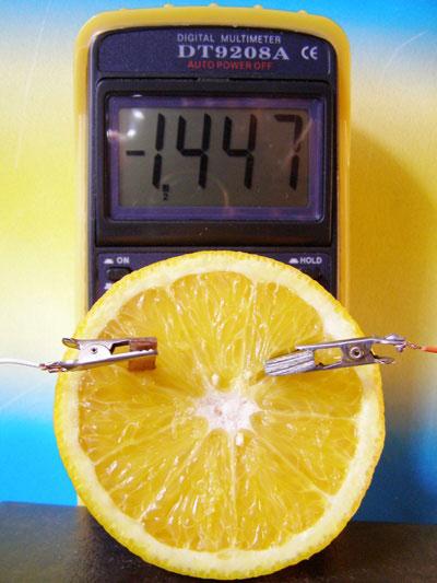 напряжение в лимоне как извлечь