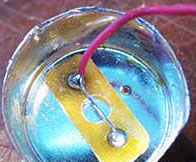 перемычка между контактами цоколя светодиодной лампы