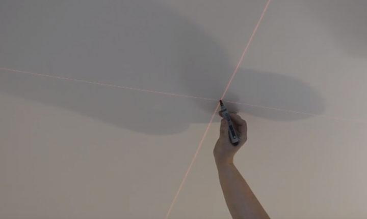 разметка под светильники на натяжном потолке