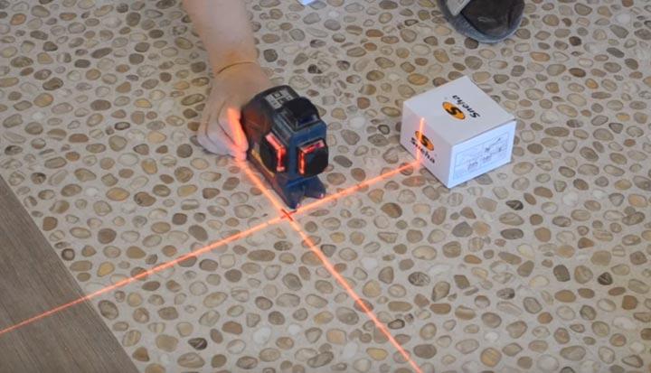 разметка трассы и расположение светильников лазерным нивелиром
