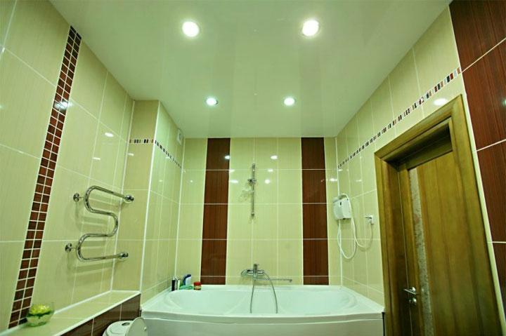 как расположить светильники на потолке в ванной