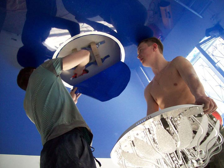 максимально возможный диаметр отверстия на натяжном потолке под светильник