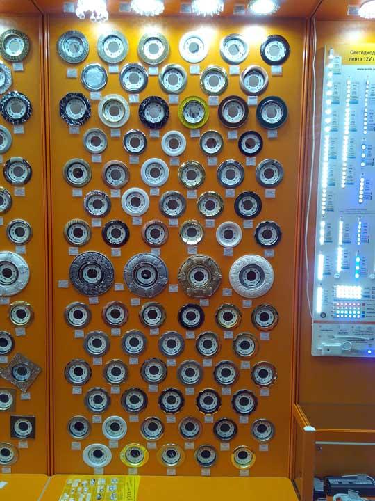 очень много светильников GX53