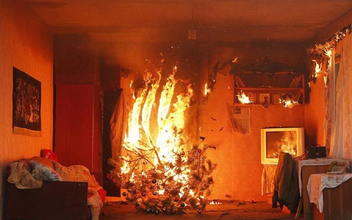 пожар елки из-за не качественной новогодней гирлянды