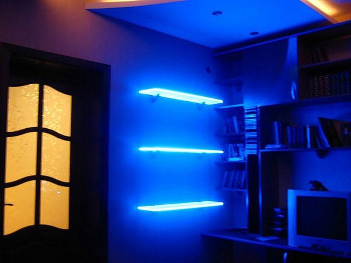 светодиодная подсветка на батарейках книжных полок