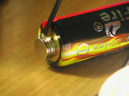 как подключить провода к батарейке без пайки с помощью магнитов