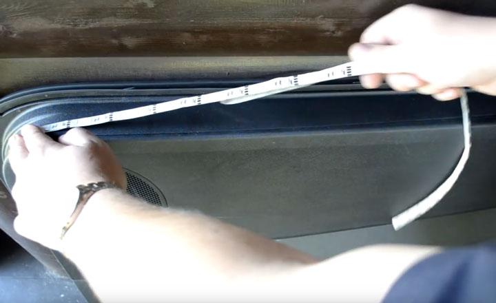 наклеивание светодиодной ленты на дверь авто