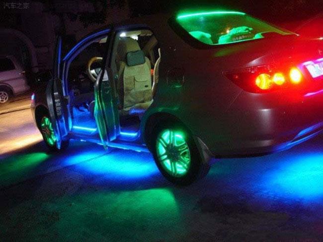 светодиодная подсветка салона и дверей машины