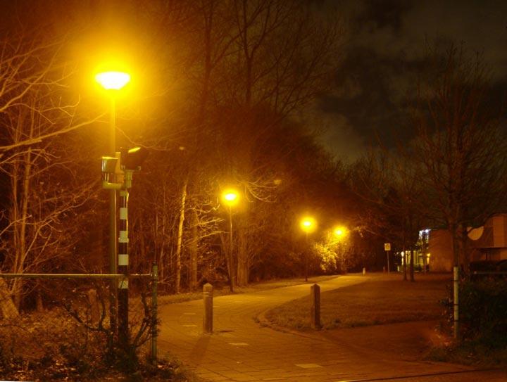 оранжевый спектр освещения от уличных светильников днат