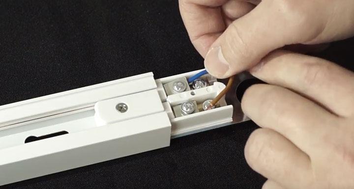 как подключить провода 220в на трековый светильник