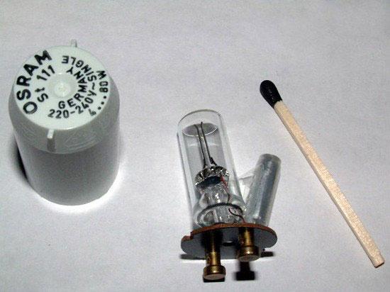 стартер для лампы дневного света в разобранном состоянии