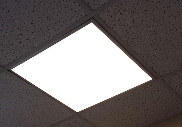 монтаж светодиодной панели в потолок армстронг