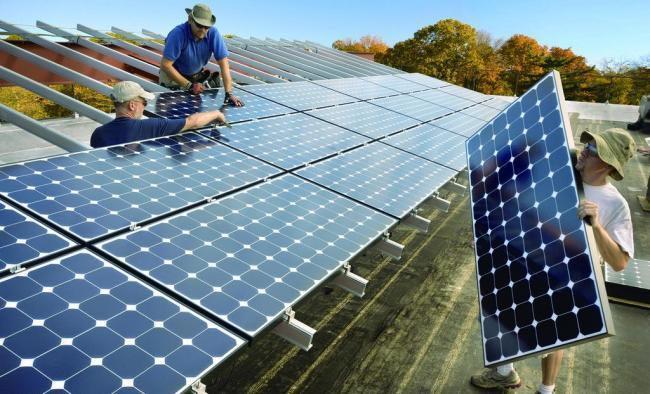 монтаж солнечной панели для гаража