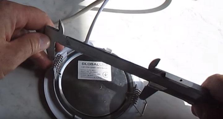 диаметр отверстия в потолке для монтажа лед панели