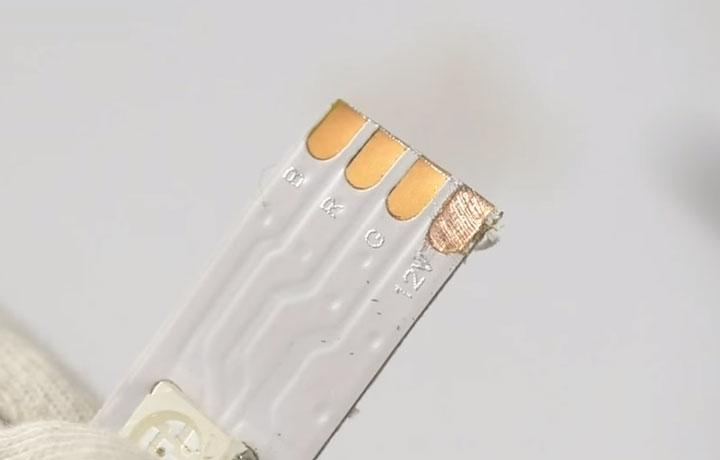 подготовка светодиодной ленты к подключению зачистка контактов
