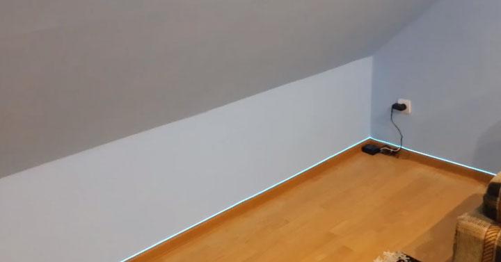подключение адаптера для светодиодной подсветки пола в комнате