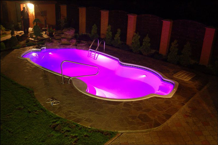 какую подсветку лучше не использовать при подсветке бассейна