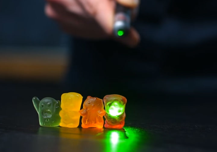 почему цветные предметы теряют свой цвет при разной подсветке