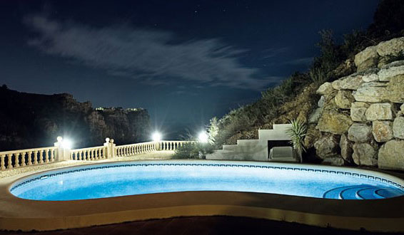 подсветка бассейна прожекторами