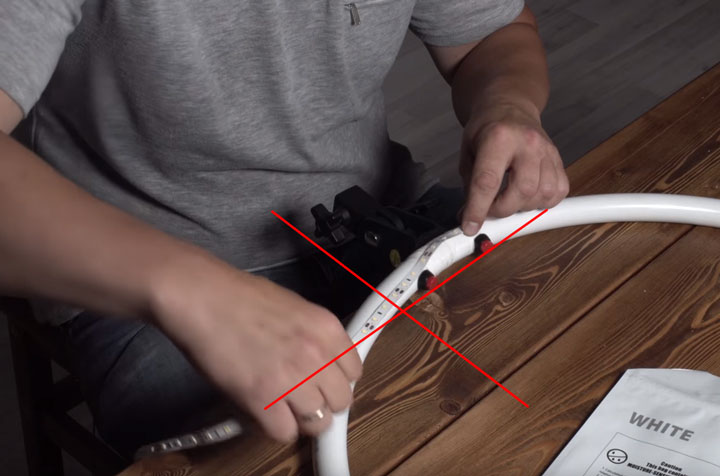цельный кусок ленты без разрезания на кольцевом обруче света