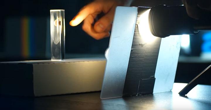 как расщепить свет в домашних условиях опыт Ньютона