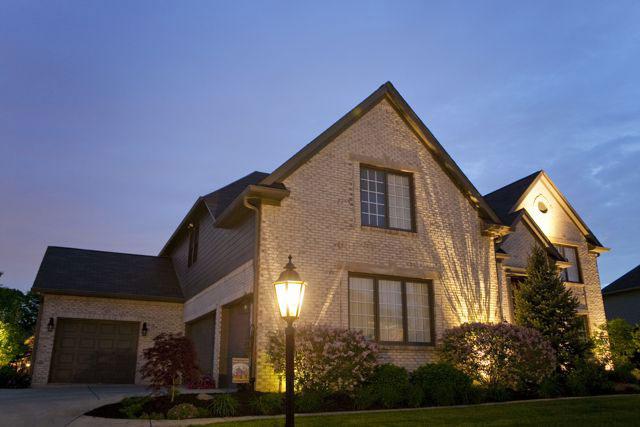 декоративный светильник для освещения загородного дома