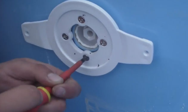 как установить подводный светильник в бассейн