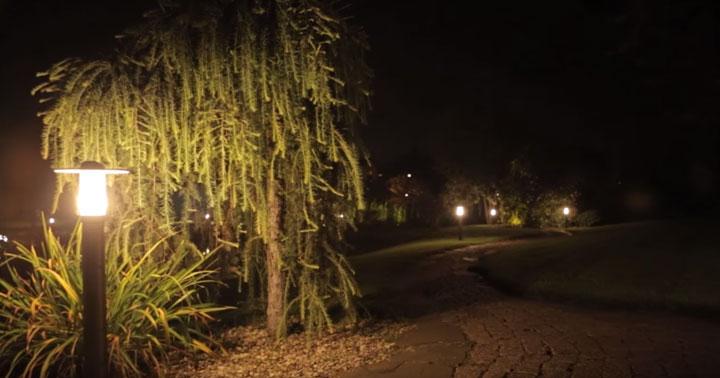 подсветка столбиками и боллардами дачного участка или загородного дома