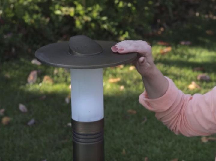 низкий светильник боллард со шляпой отражателем для подсветки дорожек