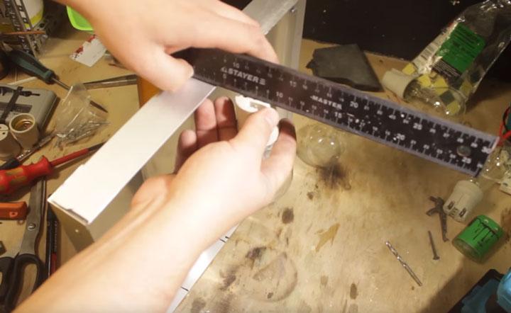 насколько лампочки должны отступать от края рамы и рефлектора