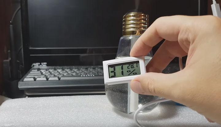 насколько хорошо увлажняет комнату маленькая лампочка увлажнитель замеры гигрометром