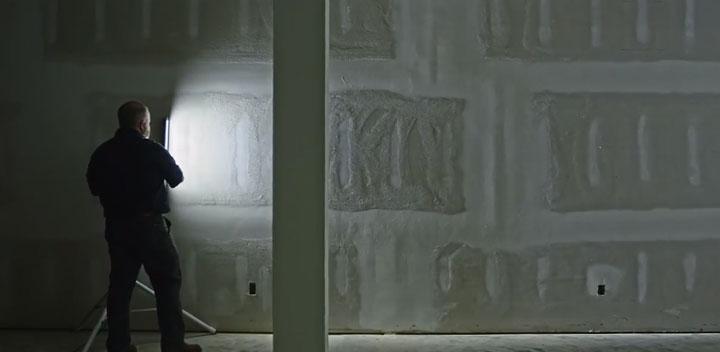 подготовка стен под проявочным светом