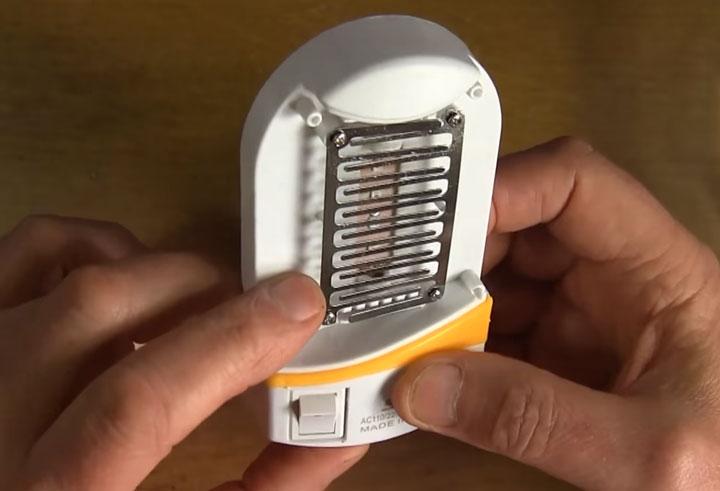 высокое напряжения на лампе от комаров безопасно ли для человека