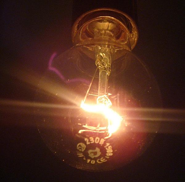 почему нельзя использовать лампы накаливания в светильниках для школьников