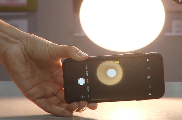 как определить мерцает лампочка или нет с помощью смартфона