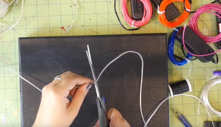 как можно резать неоновый шнур