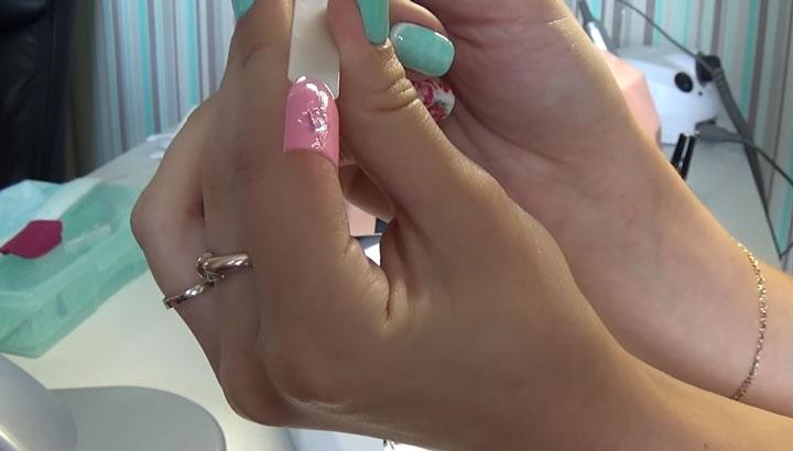 почему УФ лампа для сушки ногтей не просушивает лаки