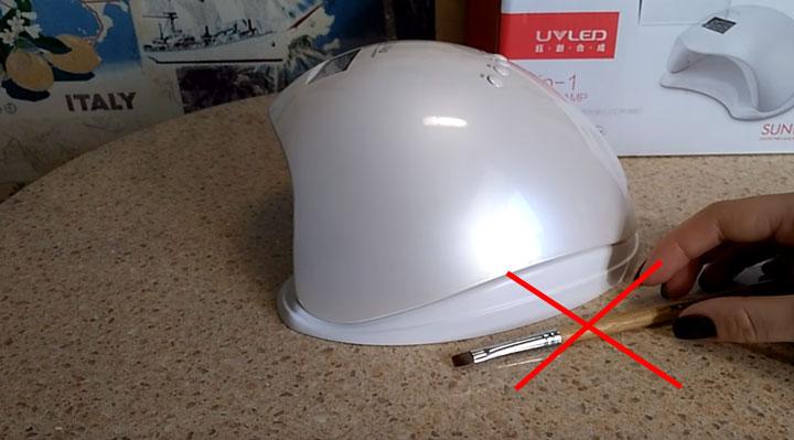 почему нельзя ничего класть рядом с лампой для сушки ногтей SUN5