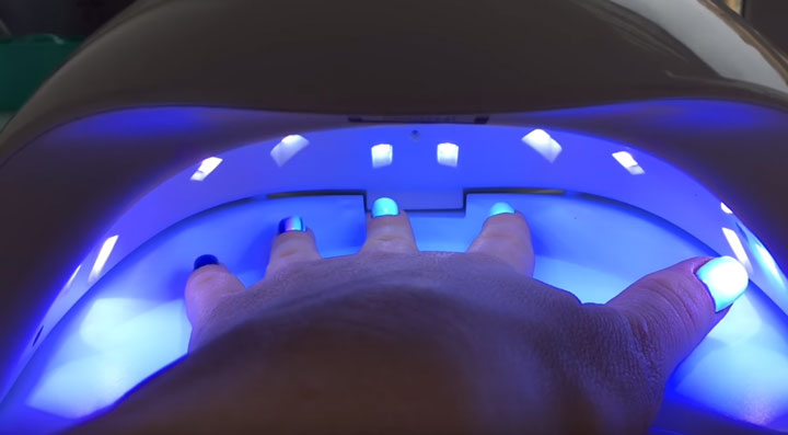 гибридная UV+Led лампа для сушки ногтей при маникюре