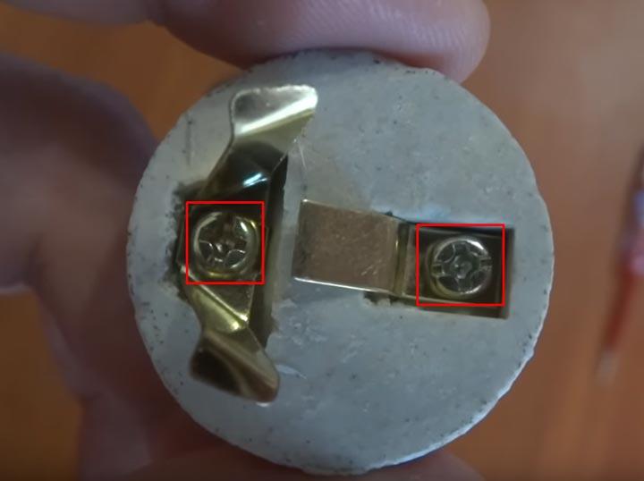 какие контакты нужно поджимать в первую очередь при подключении патрона на лампу
