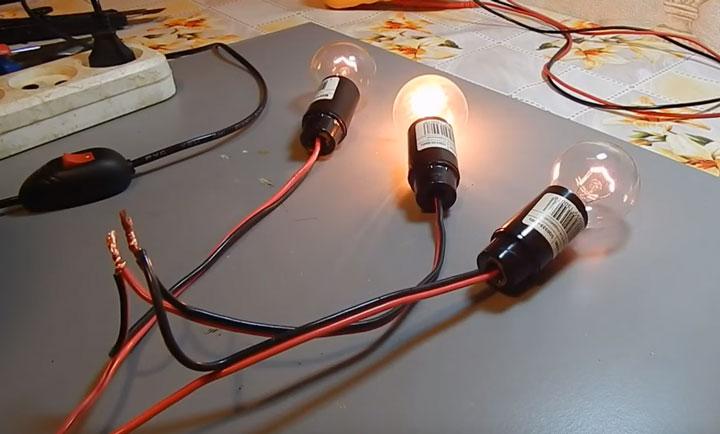 3 последовательно подключенные лампы накаливания