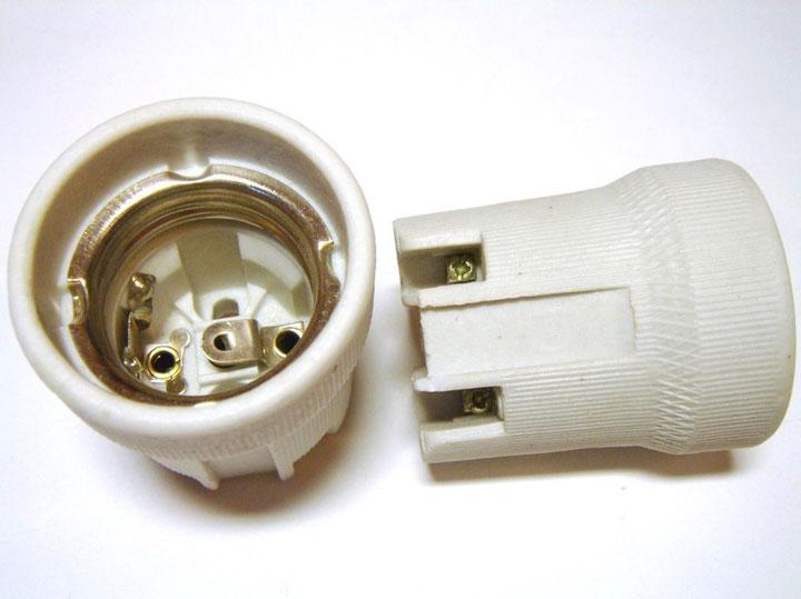кермаческий патрон для ламп освещения