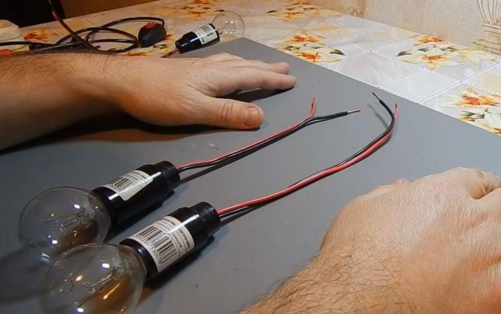 как подключить последовательно две лампочки накаливания