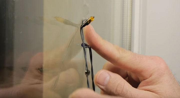 как прикрепить гирлянду на стекло